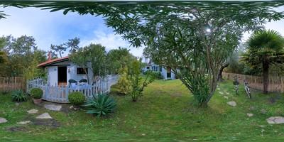 La cabane de pomme de pin - extérieur 1