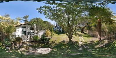 La cabane de pomme de pin - extérieur 2