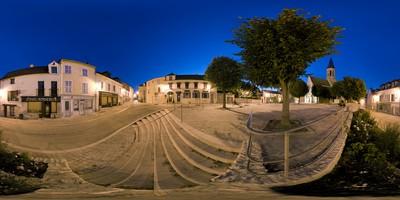 Louveciennes - place de l'église de nuit