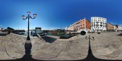 Venise - le long du canal 1